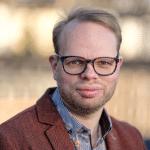 Portraitfoto von Helge Lindh